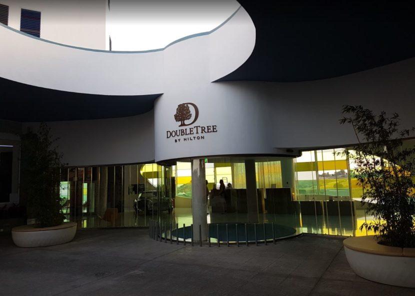 Entrada al DoubleTree by Hilton Hotel Resort & Spa Reserva del Higuerón.