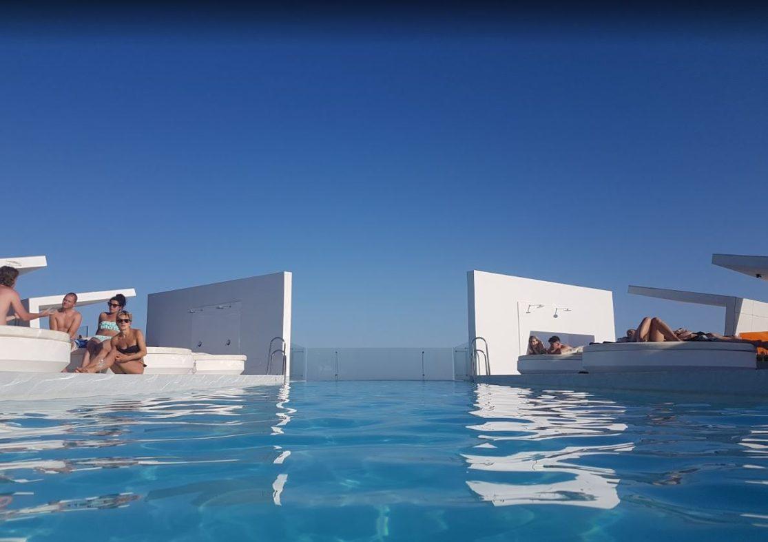 Piscina infinity del DoubleTree by Hilton Hotel Resort & Spa Reserva del Higuerón.