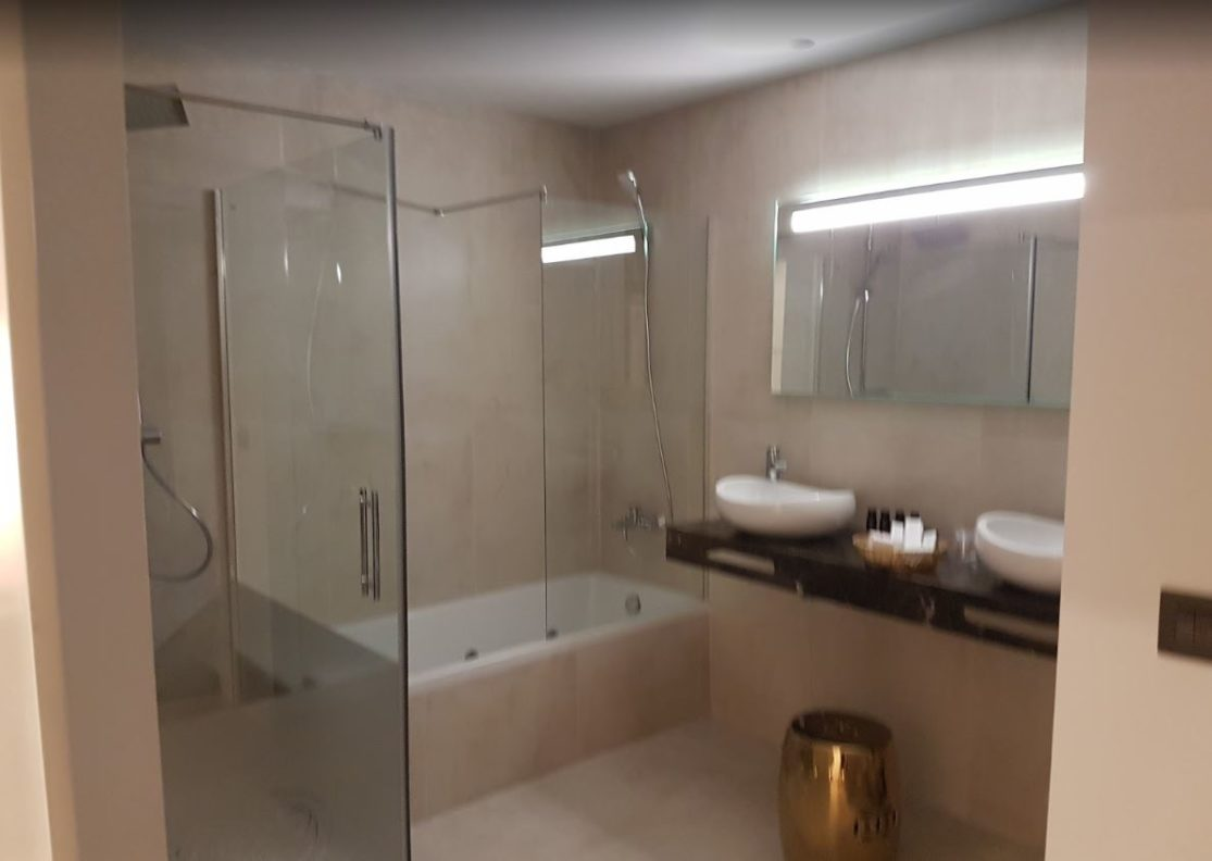 Baño de la habitación del Hotel Palacete de Álamos