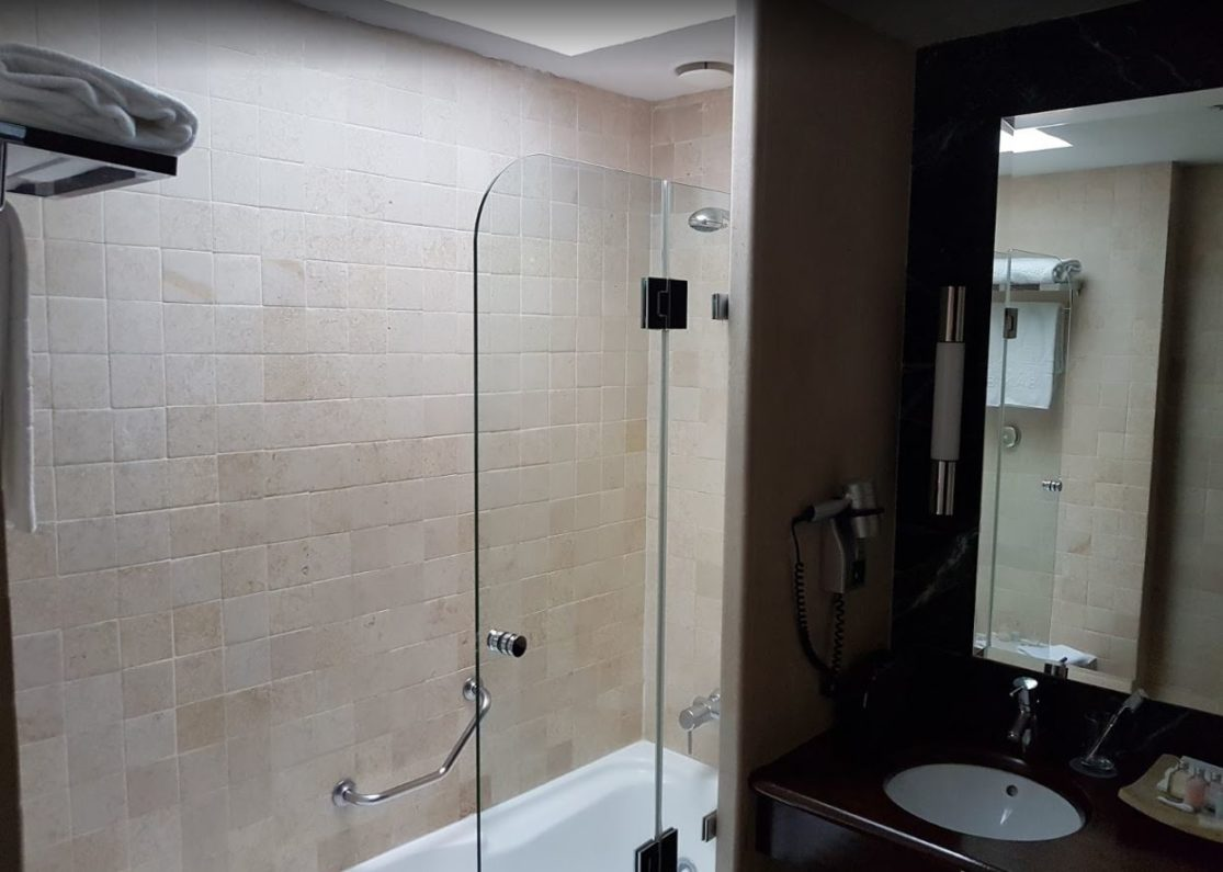 Baño de la habitación del Gran hotel Guadalpín Banús